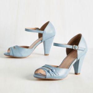 Retro style blue heels - worn once!